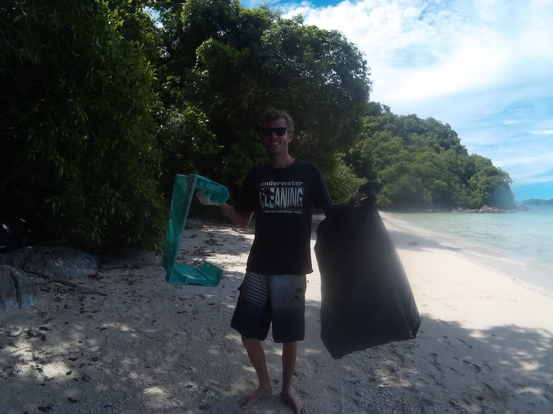 bb-staff-on-the-beach-clean-up